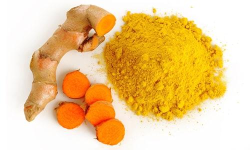 Куркума положительно влияет на процесс пищеварения, полезна при воспалении поджелудочной железы