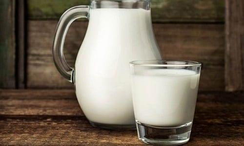Для приготовления омлета кроме белка, зелени и соли понадобится молоко
