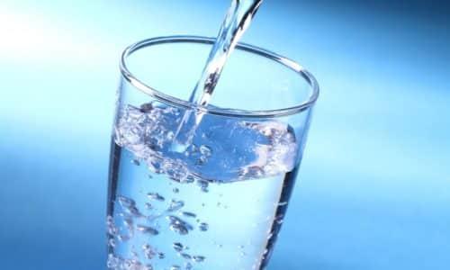 Важно пить больше чистой воды, чтобы бактерии и токсины вымывались из мочевого пузыря