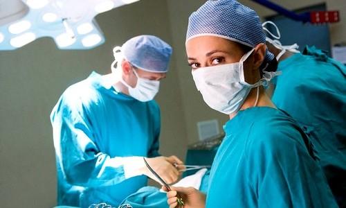 Наложение шва после операции