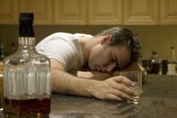 Алкоголь - причина появления анальных трещин