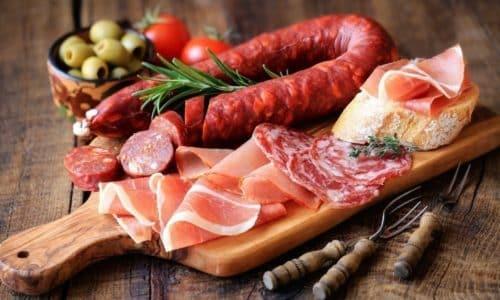 При цистите запрещены маринованные, копченые, жареные и жирные продукты