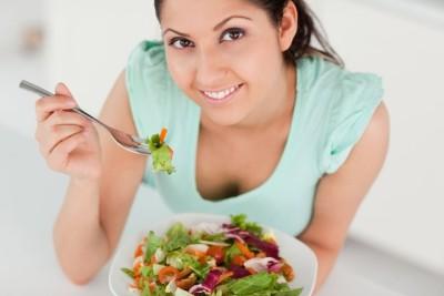 От несвоевременного опорожнения кишечника помогают овощные салаты, приготовленные без соли и специй и заправленные подсолнечным или оливковым маслом