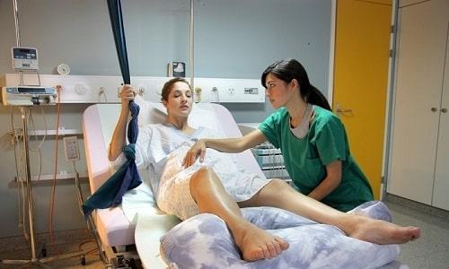 Механическая причина проблемы с мочеиспусканием - это травмирование органов малого таза во время тяжелой родовой деятельности