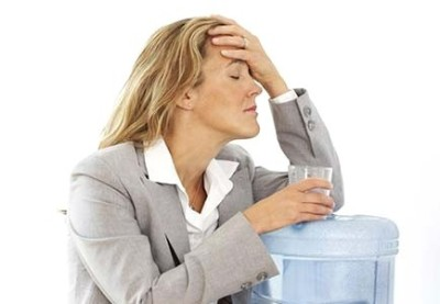 Лечение отравления в домашних условиях направлено на недопущение обезвоживания организма