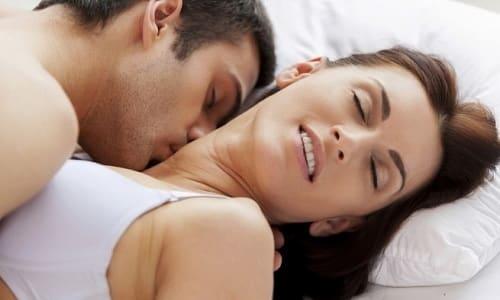На весь период лечения женщине следует воздерживаться от половых контактов