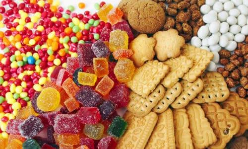 Полностью исключить употребление сладостей