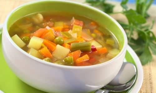 На завтрак в меню с непотертой пищей подойдет легкий овощной суп с рисом