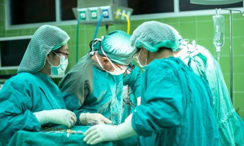 Если паховая грыжа является врожденным заболеванием, его практически в 100% случаев лечат с помощью оперативного вмешательства