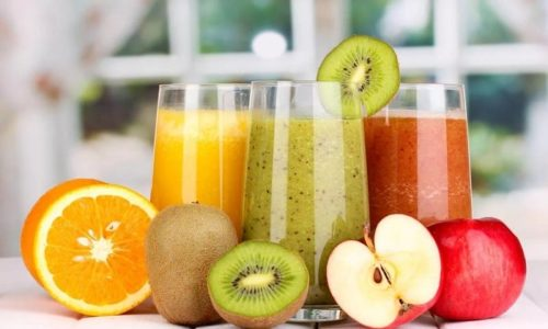 Мочегонный эффект оказывают свежевыжатые соки, готовить которые нужно из привычных для пациента овощей и фруктов