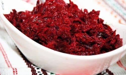 При панкреонекрозе наиболее полезен салат из отварной свеклы и морковки
