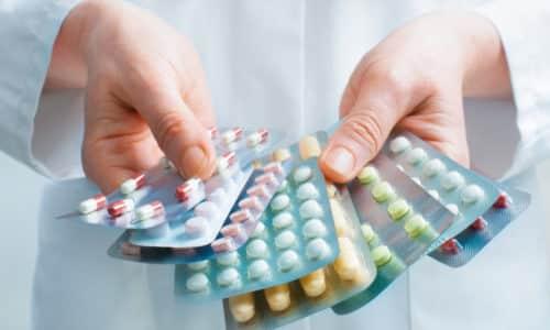 В случае когда воспаление в железе возникло вследствие наличия у ребенка заболевания аутоиммунного характера, назначается прием стероидов