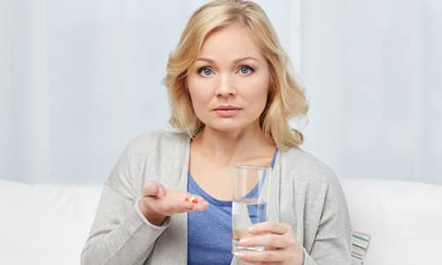 При первых признаках инфекции мочеполовой системы назначаются средства разных групп: противовоспалительные, спазмолитики, обезболивающие