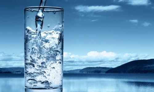 Для нормальной работы организма требуется выпивать не менее 2 л воды в сутки