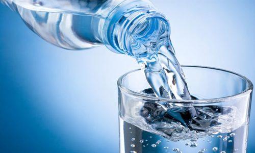 ледите за тем, чтобы ребенок много пил. Желательно при этом полностью отказаться от газированных напитков, чая и соков - давайте больному только чистую свежую воду