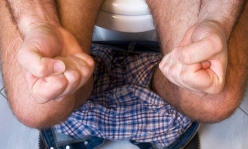 Вызывать боли в левом подреберье могут запоры