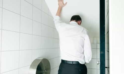 Такие симптомы как дискомфорт, боль и выделение малого количества урины во время мочеиспускания свидетельствуют о заболевании странгурия, часто она возникает из-за нарушений в работе мочеполовой системы мужчины
