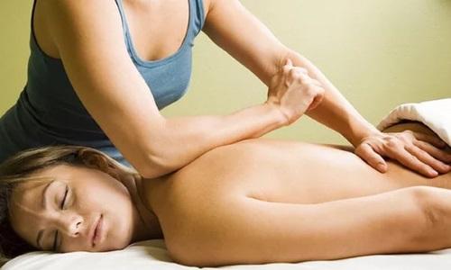 Сегментарный массаж начинается с нижней части позвоночника