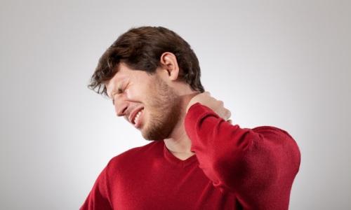 Позвонки шейного отдела не меньше других подвержены развитию остеохондроза, образованию грыж