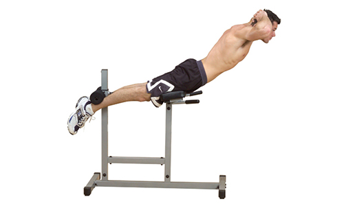 Помимо традиционной гимнастики по растяжке, рекомендуют наклон через козла (гиперэкстензия)