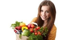 Свежие овощи и фрукты для защиты зубной эмали от разрушения
