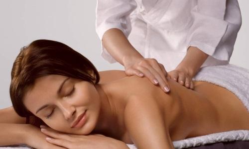 При массаже в поврежденных местах усиливается кровообращение, растворяется молочная кислота, из-за которой человек испытывает боль