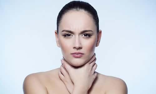 Герпесная форма ангины поражает горло и миндалины