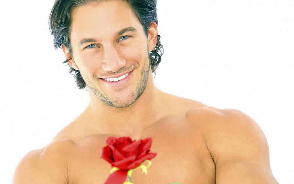 мужчина с цветком
