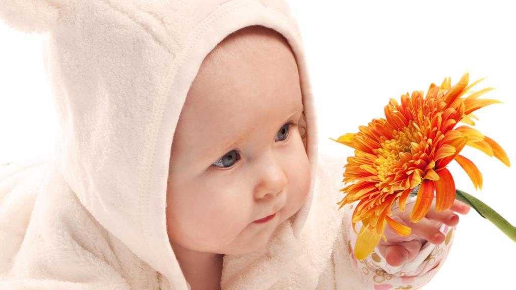 мальчик и цветок