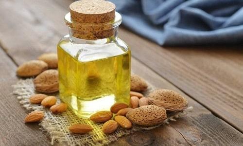 Ускорить заживление сыпи, устранить зуд и уменьшить воспалительную реакцию поможет миндальное масло