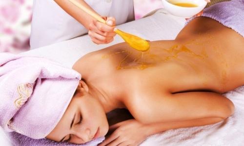 Медовый массаж очищает организм, выводит шлаки и помогает рассасываться грыжам