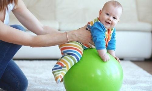 Полезны при пупочной грыже перекатывания на гимнастическом мяче