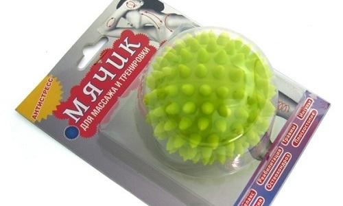 В домашних условиях массаж позвоночника выполняется при помощи мячика