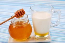 Молоко с медом для облегчения кашля при трахеите