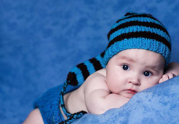 новорожденный в шапочке