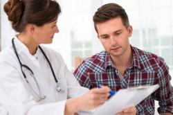 Обследование у врача при сниженном количестве тромбоцитов