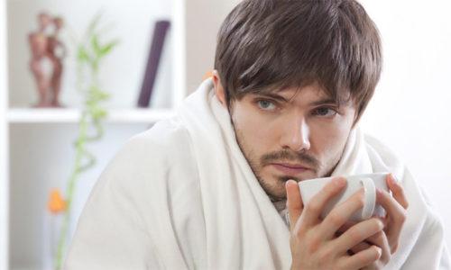 Клиническая картина при ущемлении мошоночно-паховой грыжи включает в себя наличие лихорадки