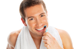 Регулярная чистка зубов - профилактика воспаления слюнных желез