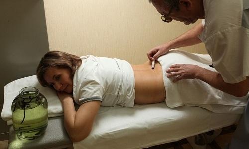 Пиявок устанавливают в биологически активных точках на спине или же только в области локализации болевых ощущений