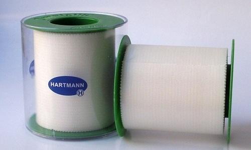 Пластыри фирмы Hartmann (Хартманн) не отличаются специальной конструкцией и производятся в виде широкой клейкой ленты