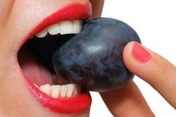Употребление слив - причина возникновения диареи