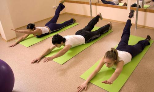 Отталкиваясь от того, что здоровая спина должна быть гибкой, Шамиль стал практиковать упражнения, способствующие повышению гибкости позвоночника, укрепляющими мышечный корсет, растягивающими межпозвоночные соединения