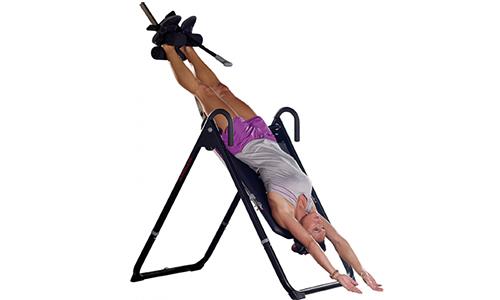 Лечебная гимнастика включает в себя вытяжение позвоночного столба