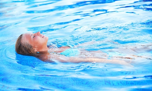 Плавание является важным средством борьбы с грыжей поясничного отдела позвоночника и хорошей профилактикой этого заболевания