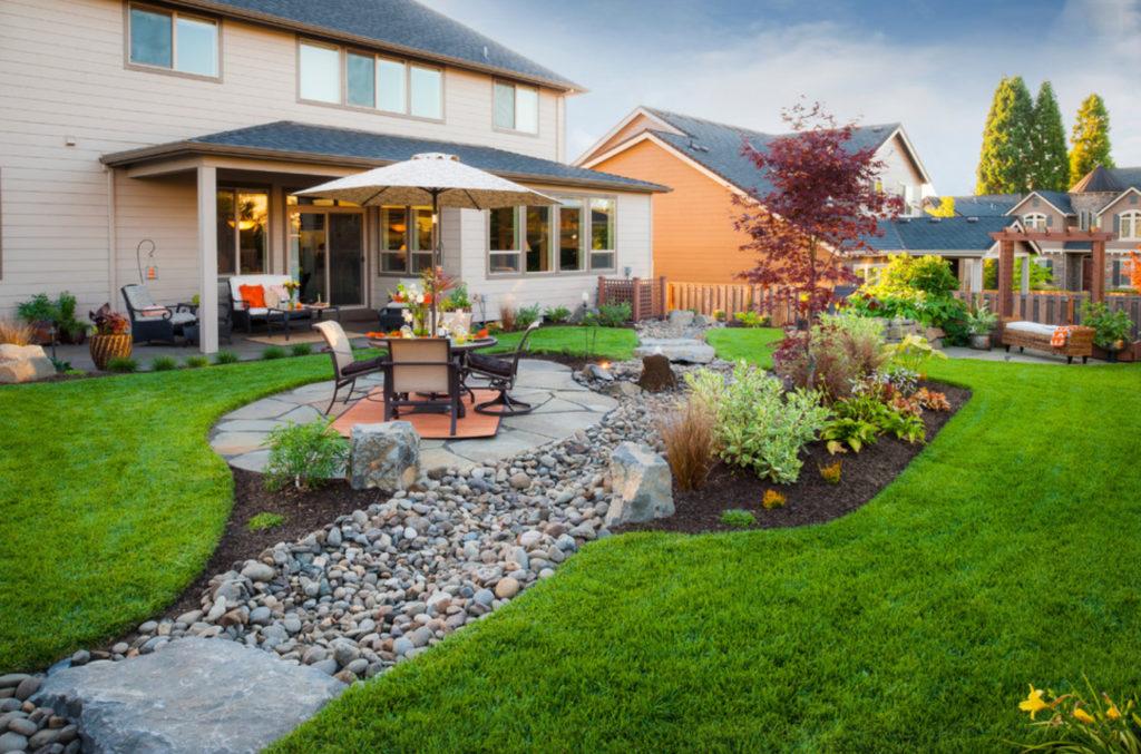 Как сделать загородный участок красивым